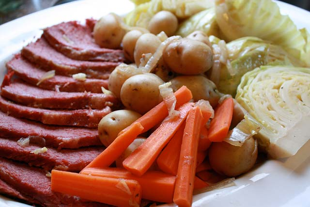 Easy and Delicious Slow-Cooker Corned Beef and Cabbage for St. Patrick ...