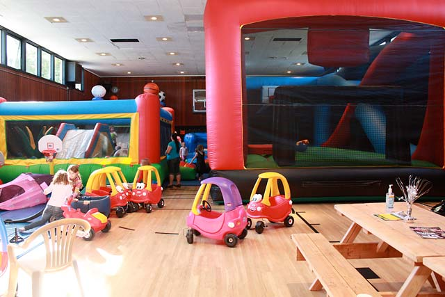 The marin birthday party guide marin mommies for Indoor party places for kids