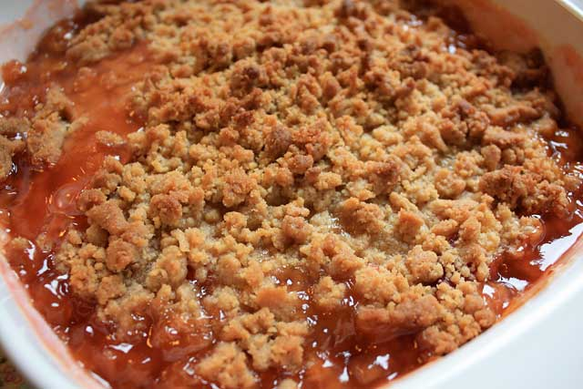 Summer peach crumble