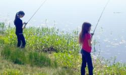 kids lake fishing