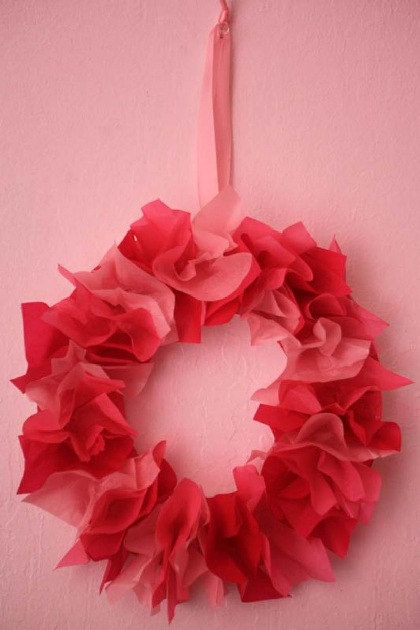 Make a beautiful valentines day tissue paper wreath marin mommies this tissue paper wreath looks beautiful and is easy to make for all ages with a parents or caregivers help to make the izmirmasajfo